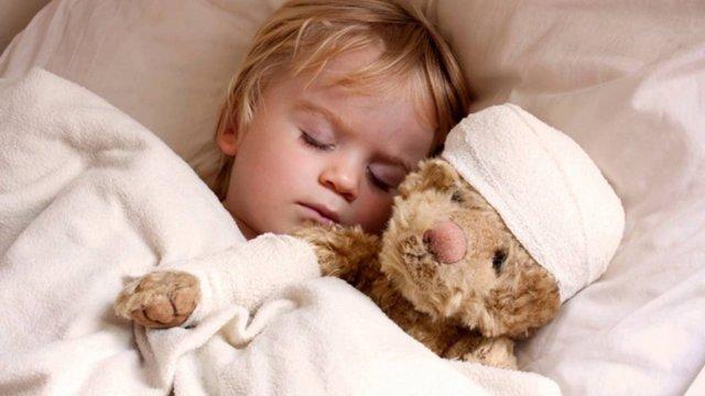Ребенок во сне скрипит зубами: основные причины, что делать
