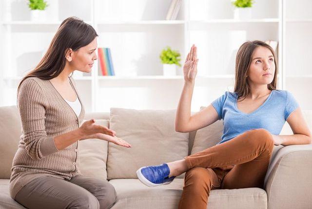 Почему ребенок злится: причины и что делать родителям