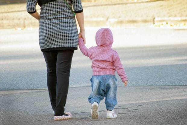 Можно ли гулять при ветрянке - чем опасно для больного и окружающих