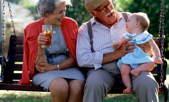 На кого оставить ребенка: с папой или бабушкой, советы