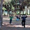 Чем занять ребенка на прогулке: различные игры и советы