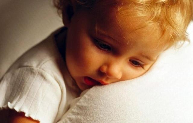 Почему грудничок часто просыпается по ночам: мифы