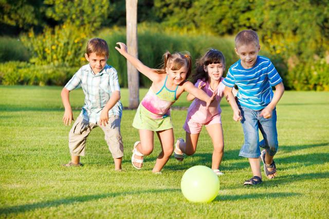 Подвижные и веселые детские игры летом на свежем воздухе